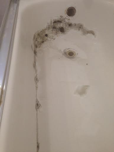 bathtub reglazing damage 02