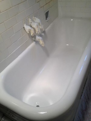 NON SLIPPING BATHTUB FLOOR FOR KIDS AND SENIORS